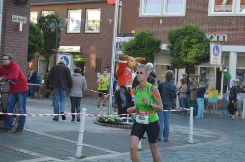 Karin biegt auf die Zielgerade ein